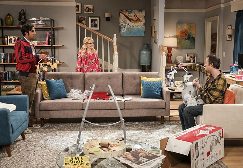 """""""The Property Division Collision"""" -- Pictured: Rajesh Koothrappali (Kunal Nayyar), Bernadette (Melissa Rauch) and Stuart (Kevin Sussman).Sheldon and Leonard try to divvy up their shared belongings, but can't agree on anything. Also, Koothrappali and Stuart fight to be the most helpful during Bernadette's final weeks of pregnancy, on THE BIG BANG THEORY, Thursday, Dec. 1 (8:00-8:31 PM, ET/PT), on the CBS Television Network. Christopher Lloyd guest stars as Theodore. Photo: Michael Yarish/Warner Bros. Entertainment Inc. © 2016 WBEI. All rights reserved."""