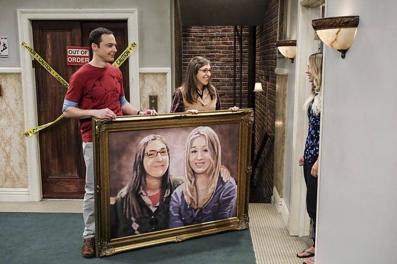 """""""The Property Division Collision"""" -- Pictured: Sheldon Cooper (Jim Parsons), Amy Farrah Fowler (Mayim Bialik) and Penny (Kaley Cuoco). Sheldon and Leonard try to divvy up their shared belongings, but can't agree on anything. Also, Koothrappali and Stuart fight to be the most helpful during Bernadette's final weeks of pregnancy, on THE BIG BANG THEORY, Thursday, Dec. 1 (8:00-8:31 PM, ET/PT), on the CBS Television Network. Christopher Lloyd guest stars as Theodore. Photo: Darren Michaels/Warner Bros. Entertainment Inc. © 2016 WBEI. All rights reserved."""