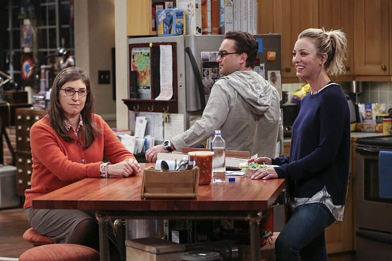 """""""The Brain Bowl Incubation"""" -- Pictured: Amy Farrah Fowler (Mayim Bialik), Leonard Hofstadter (Johnny Galecki) and Penny (Kaley Cuoco). After a successful experiment combining their genes, Sheldon will stop at nothing to convince Amy they should procreate. Also, Koothrappali is embarrassed to tell the gang what the new woman he's dating does for a living, on THE BIG BANG THEORY, Thursday, Nov. 10 (8:00-8:31 PM, ET/PT), on the CBS Television Network. Photo: Michael Yarish/Warner Bros. Entertainment Inc. © 2016 WBEI. All rights reserved."""
