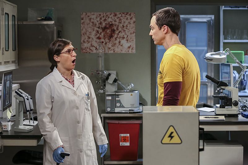 """""""The Brain Bowl Incubation"""" -- Pictured: Amy Farrah Fowler (Mayim Bialik) and Sheldon Cooper (Jim Parsons). After a successful experiment combining their genes, Sheldon will stop at nothing to convince Amy they should procreate. Also, Koothrappali is embarrassed to tell the gang what the new woman he's dating does for a living, on THE BIG BANG THEORY, Thursday, Nov. 10 (8:00-8:31 PM, ET/PT), on the CBS Television Network. Photo: Michael Yarish/Warner Bros. Entertainment Inc. © 2016 WBEI. All rights reserved."""