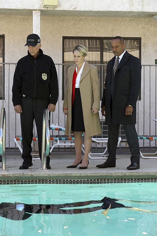 """Pay to Play"" -- The NCIS team investigates a series of escalating threats against congresswoman Jenna Flemming (Mary Stuart Masterson), while Director Vance oversees temporary protection detail, on NCIS, Tuesday, Nov. 15 (8:00-9:00 PM, ET/PT), on the CBS Television Network. Pictured: Mark Harmon, Mary Stuart Masterson, Rocky Carroll. Photo: Michael Yarish/CBS ©2016 CBS Broadcasting, Inc. All Rights Reserved"