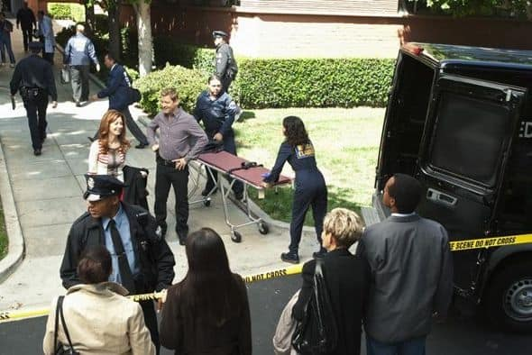 """BODY OF PROOF - """"Gross Anatomy"""" - A murdered young woman's body turns up in place of a medical school cadaver during class, leaving Megan to rely on the aid of the star student to help solve the case, on """"Body of Proof,"""" TUESDAY, NOVEMBER 29 (10:00-11:00 p.m., ET) on the ABC Television Network. (ABC/MICHAEL DESMOND) DANA DELANY, NICHOLAS BISHOP, NATHALIE KELLEY"""