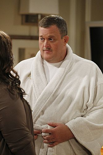 """""""The Honeymoon is Over"""" -- Mike (Billy Gardell) and Molly (Melissa McCarthy) discuss Mike's new Parisian look. Photo: Sonja Flemming/CBS √?¬©2012 CBS Broadcasting Inc. All Rights Reserved."""