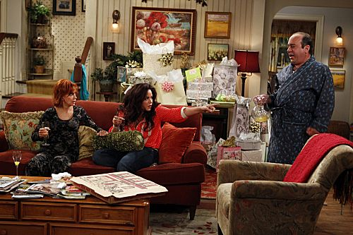 """""""The Honeymoon Is Over"""" -- Victoria Flynn(Katy Mixon, center), Joyce Flynn (Swoosie Kurtz, left) and Vince (Louis Mustillo, right) enjoy their last moments of the good life before Mike & Molly return home. Photo: Monty Brinton/CBS  ©2012 CBS Broadcasting, Inc. All Rights Reserved."""