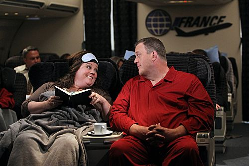 """""""The Honeymoon Is Over"""" -- Mike (Billy Gardell) and Molly (Melissa McCarthy) get really comfortable in First Class on their flight back home from their honeymoon in Paris. Photo: Monty Brinton/CBS ©2012 CBS Broadcasting, Inc. All Rights Reserved."""