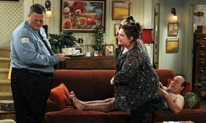 MIKE & MOLLY Season 3 Episode 2 Vince Takes A Bath