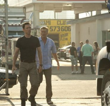 "BURN NOTICE -- ""Scorched Earth"" Episode 602 -- Pictured: (l-r) Jeffrey Donovan as Michael Westen, Bruce Campbell as Sam Axe -- (Photo by Glenn Watson/USA Network)"