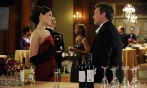 Alicia (Julianna Margulies) runs into Mike Kresteva (Matthew Perry)