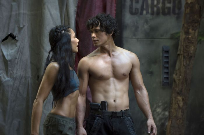 THE 100 Episode 1 02 Photos Earth Skills | Page 16 of 20