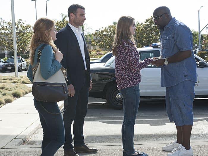 Paula Malcomson as Abby Donovan, Liev Schreiber as Ray Donovan, Kerris Dorsey as Bridget Donovan and Omar J. Dorsey as Cookie Brown in Ray Donovan (Season 2, Episode 09)