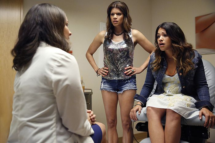 Andrea Navedo as Xo and Gina Rodriguez as Jane The Virgin Pilot