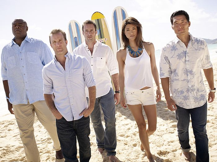 Chi McBride, Grace Park, Alex O'Loughlin, Scott Cann, and Daniel Dae Kim star in HAWAII FIVE-0