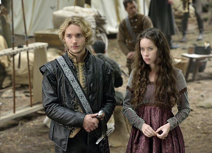 Toby Regbo as King Francis II and Anna Popplewell as Lola Reign The Plague