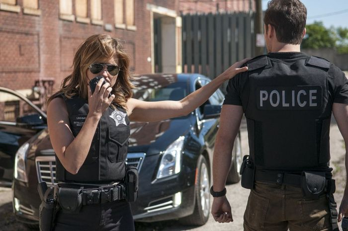 "CHICAGO P.D. -- ""Call it Macaroni"" Episode 201 -- Pictured: (l-r) Sophia Bush as Erin Lindsay, Jesse Lee Soffer as Jay Halstead"