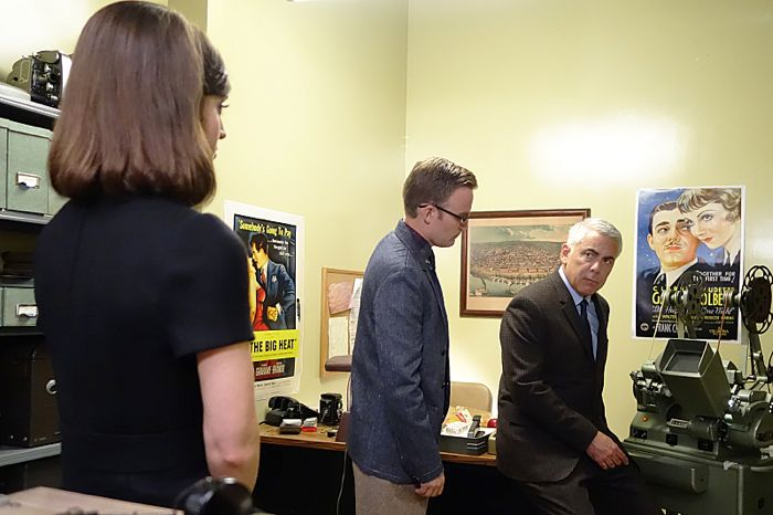 Lizzy Caplan as Virginia Johnson, Kevin Christy as Lester and Adam Arkin as Shep Tally in Masters of Sex (season 2, episode 10)