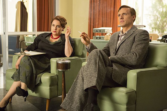 Artemis Pebdani as Flo and Teddy Sears as Dr. Austin Langham in Masters of Sex (season 2, episode 10)