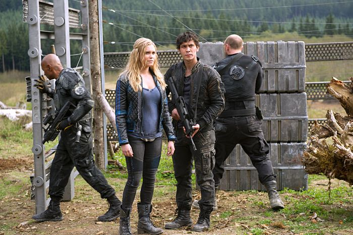 THE 100 Season 2 Episode 8 Photos Spacewalker | Page 11 of