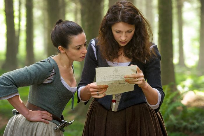Outlander_ Jenny Fraser (Laura Donnelly) and Claire Randall (Caitriona Balfe)