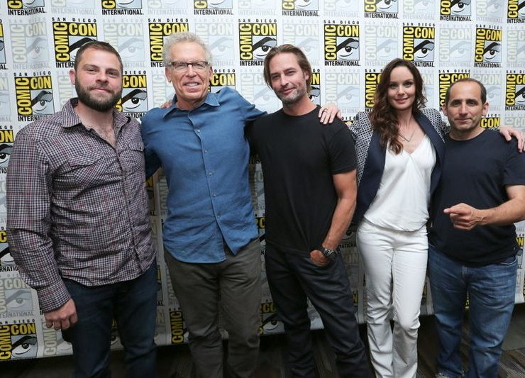 """COMIC-CON INTERNATIONAL: SAN DIEGO -- """"Colony Panel & Cast Signing"""" -- Pictured: --(L-R) Ryan Condal, Executive Producer, Carlton Cuse, Writer and Executive Producer, Josh Holloway, Sarah Wayne Callies and Peter Jacobson -- (Photo by: Mark Davis/USA Network)"""