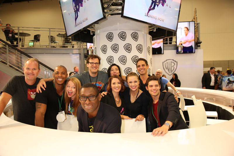 The SUPERGIRL cast and creative team meets up at the Warner Bros. booth on Saturday, July 11, at Comic-Con 2015. #WBSDCC (© 2015 WBEI. All Rights Reserved.)