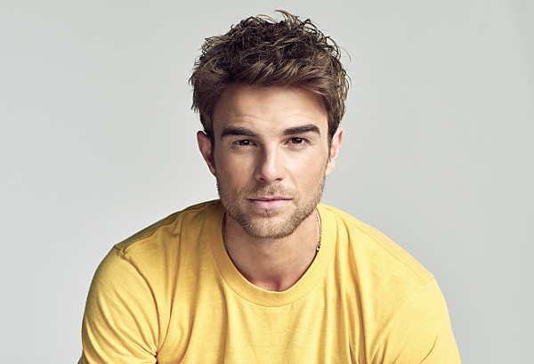 Nathaniel Buzolic | Significant Mother | Photo: Nino Munoz/The CW