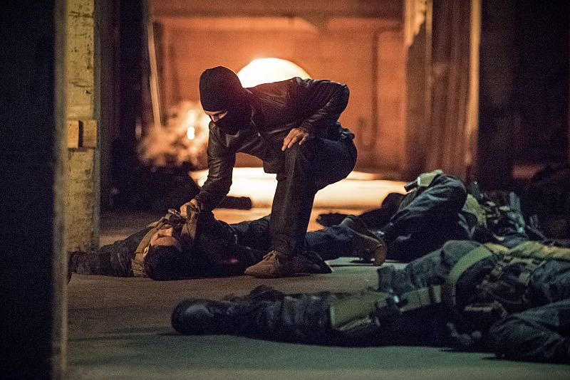 """Arrow -- """"Green Arrow"""" -- Image AR401B_0359b -- Pictured: Stephen Amell as Oliver Queen -- Photo: Dean Buscher /The CW -- © 2015 The CW Network, LLC. All Rights Reserved"""