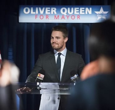 """Arrow -- """"Beyond Redemption"""" Stephen Amell as Oliver Queen -- Photo: Diyah Pera/ The CW"""