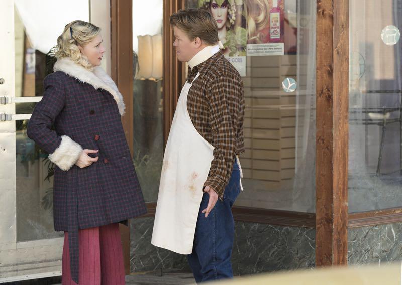 "FARGO -- ""Fear and Trembling"" -- Episode 204 (Airs November 2, 10:00 pm e/p) Pictured: (l-r) Kirsten Dunst as Peggy Blumquist, Jesse Plemons as Ed Blumquist. CR: Chris Large/FX"