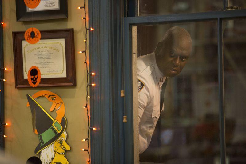 "BROOKLYN NINE-NINE: L-R: Andre Braugher in the ""Halloween 3"" episode of BROOKLYN NINE-NINE airing Sunday, Oct. 25 (8:30-9:00 PM ET/PT) on FOX. ©2015 Fox Broadcasting Co. Cr: FOX"