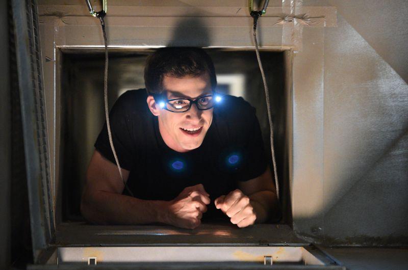 "BROOKLYN NINE-NINE: L-R: Andy Samberg in the ""Halloween 3"" episode of BROOKLYN NINE-NINE airing Sunday, Oct. 25 (8:30-9:00 PM ET/PT) on FOX. ©2015 Fox Broadcasting Co. Cr: FOX"