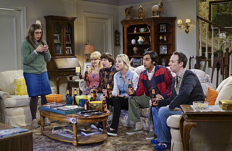 """The Helium Insufficiency"" -- Penny and Bernadette download a dating app on Amy's phone to try and find her a new man, on THE BIG BANG THEORY, Monday, Oct. 26 (8:00-8:30 PM, ET/PT), on the CBS Television Network. Pictured left to right: Mayim Bialik, Melissa Rauch, Simon Helberg, Kaley Cuoco, Kunal Nayyar and Kevin Sussman Photo: Monty Brinton/CBS ©2015 CBS Broadcasting, Inc. All Rights Reserved"