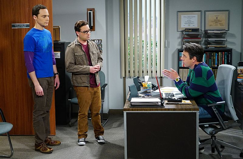 """""""The Helium Insufficiency"""" -- In the midst of a nation-wide helium shortage, Sheldon (Jim Parsons, left) and Leonard (Johnny Galecki, center) take desperate measures to get the supplies they need, on THE BIG BANG THEORY, Monday, Oct. 26 (8:00-8:30 PM, ET/PT), on the CBS Television Network. Also pictured: John Ross Bowie (right) Photo: Monty Brinton/CBS ©2015 CBS Broadcasting, Inc. All Rights Reserved"""
