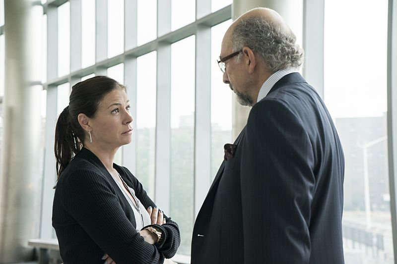 Maura Tierney as Helen and Richard Schiff as Jon Gottlief in The Affair (season 2, episode 4). - Photo: Mark Schafer/SHOWTIME - Photo ID: TheAffair_204_8465