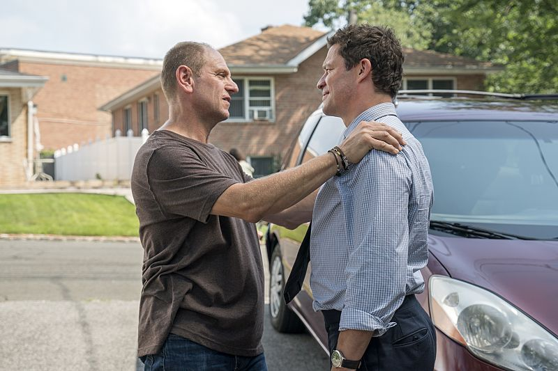 John Parla as J.P. and Dominic West as Noah in The Affair (season 2, episode 4). - Photo: Mark Schafer/SHOWTIME - Photo ID: TheAffair_204_6945