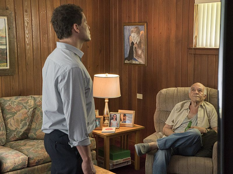 Dominic West as Noah and Mark Margolis as Arthur in The Affair (season 2, episode 4). - Photo: Mark Schafer/SHOWTIME - Photo ID: TheAffair_204_5441