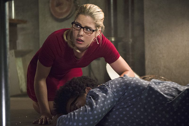"""Arrow -- """"Restoration"""" -- Image AR403A_0103b.jpg -- Pictured (L-R): Emily Bett Rickards as Felicity Smoak and and Echo Kellum as Curtis Holt -- Photo: Diyah Pera /The CW -- © 2015 The CW Network, LLC. All Rights Reserved."""