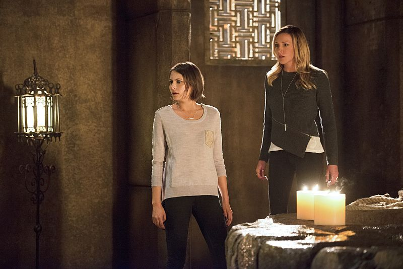 """Arrow -- """"Restoration"""" -- Image AR403B_0308b.jpg -- Pictured (L-R): Willa Holland as Thea Queen and Katie Cassidy as Laurel Lance -- Photo: Diyah Pera /The CW -- © 2015 The CW Network, LLC. All Rights Reserved."""