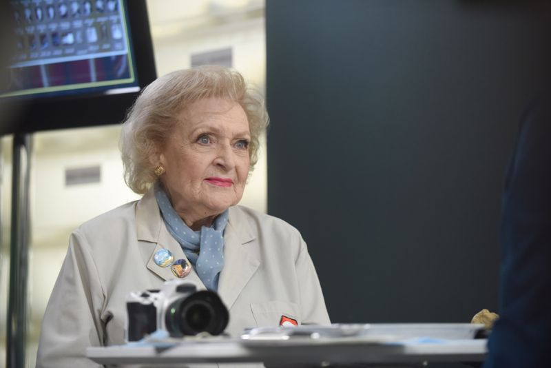 "BONES: L-R: Guest star Betty White in the ""The Carpals in the Coy-Wolves"" episode of BONES airing Thursday, Oct. 22 (8:00-9:00 PM ET/PT) on FOX. ©2015 Fox Broadcasting Co. Cr:"