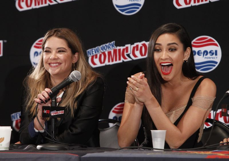 """PRETTY LITTLE LIARS - Lucy Hale, Shay Mitchell, Ashley Benson, Troian Bellisario and Sasha Pieterse as well as Executive producers Marlene King, Oliver Goldstick and Joseph Dougherty assemble at Comic-Con New York to preview the new mystery facing the girls when """"Pretty Little Liars"""" returns in January 2016. (ABC Family/Lou Rocco) ASHLEY BENSON, SHAY MITCHELL"""