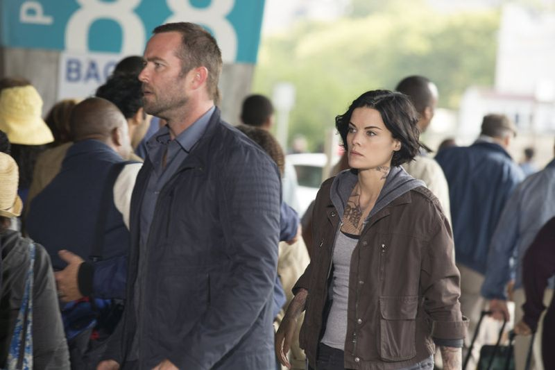 "BLINDSPOT -- ""Bone May Rot"" Episode 104 -- Pictured: (l-r) Sullivan Stapleton as Kurt Weller, Jaimie Alexander as Jane Doe -- (Photo by: Christopher Saunders/NBC)"