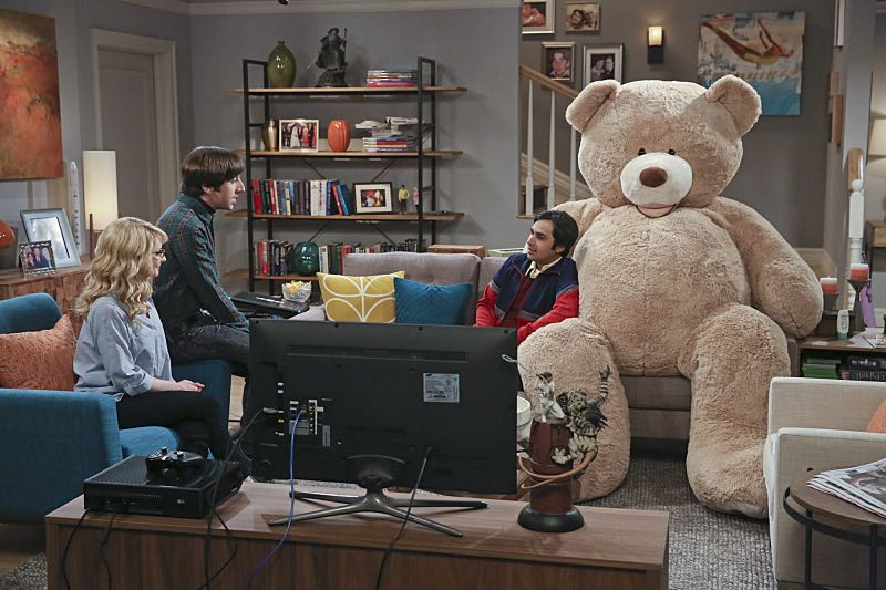 """""""The Big Bear Precipitation"""" -- When Koothrappali (Kunal Nayyar, right) goes overboard with pregnancy gifts, Wolowitz (Simon Helberg, center) and Bernadette (Melissa Rauch, left) must draw the line, on THE BIG BANG THEORY, Thursday, April 7 (8:00-8:31 PM, ET/PT) on the CBS Television Network. Photo: Michael Yarish/Warner Bros. Entertainment Inc. © 2016 WBEI. All rights reserved."""