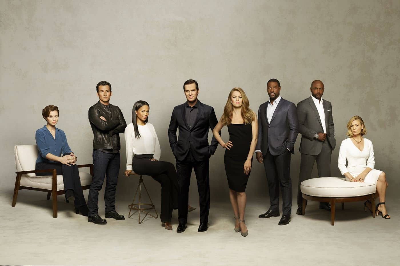 """THE CATCH - ABC's """"The Catch"""" stars Elvy Yost as Sophie, Jay Hayden as Danny, Rose Rollins as Valerie, Peter Krause as Benjamin, Mireille Enos as Alice, Jackie Ido as Jules, Alimi Ballard as Reggie and Sonya Walger as Margot. (ABC/Craig Sjodin)"""