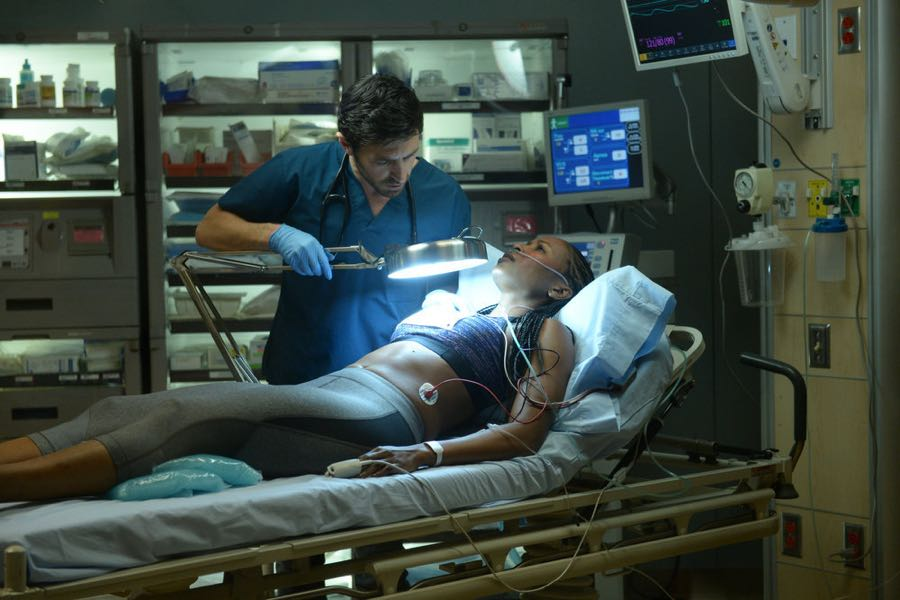 """THE NIGHT SHIFT-- """"Hot In The City"""" Episode 306 -- Pictured: (l-r) Eoin Macken as Dr. TC Callahan, Erinn Westbrook as Kellyanne -- (Photo by: Ursula Coyote/NBC)"""