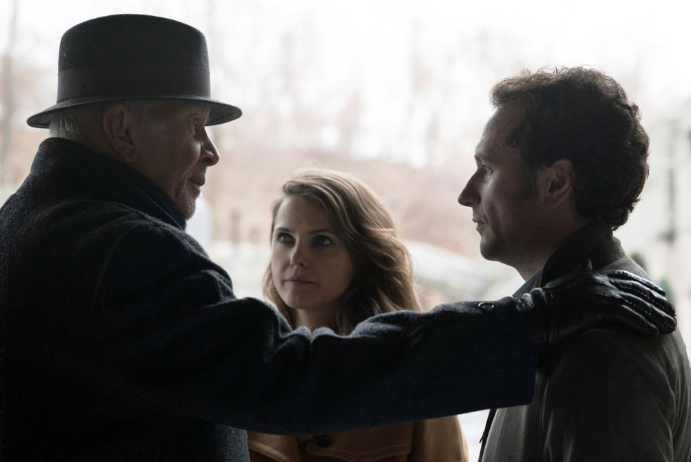 """THE AMERICANS -- """"Persona Non Grata"""" Episode 413 (Airs, Wednesday, June 8, 10:00 pm/ep) -- Pictured: (l-r) Frank Langella as Gabriel, Keri Russell as Elizabeth Jennings, Matthew Rhys as Philip Jennings . CR: Ali Goldstein/FX"""
