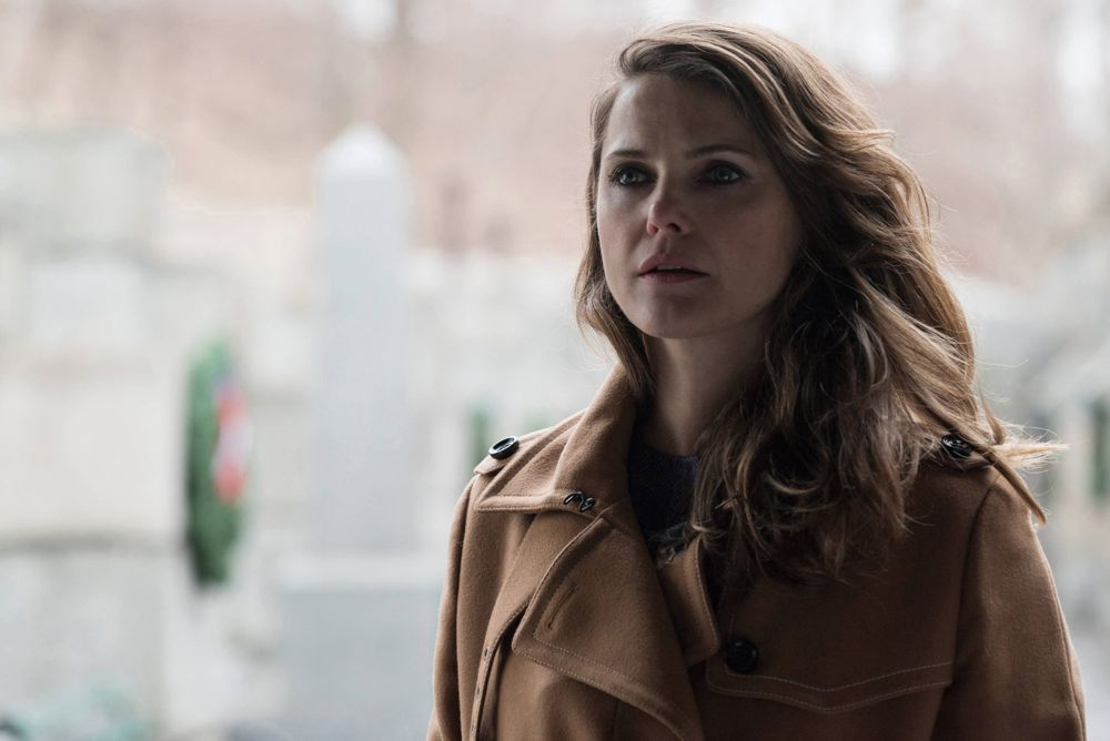 """THE AMERICANS -- """"Persona Non Grata"""" Episode 413 (Airs, Wednesday, June 8, 10:00 pm/ep) -- Pictured:Keri Russell as Elizabeth Jennings . CR: Ali Goldstein/FX"""