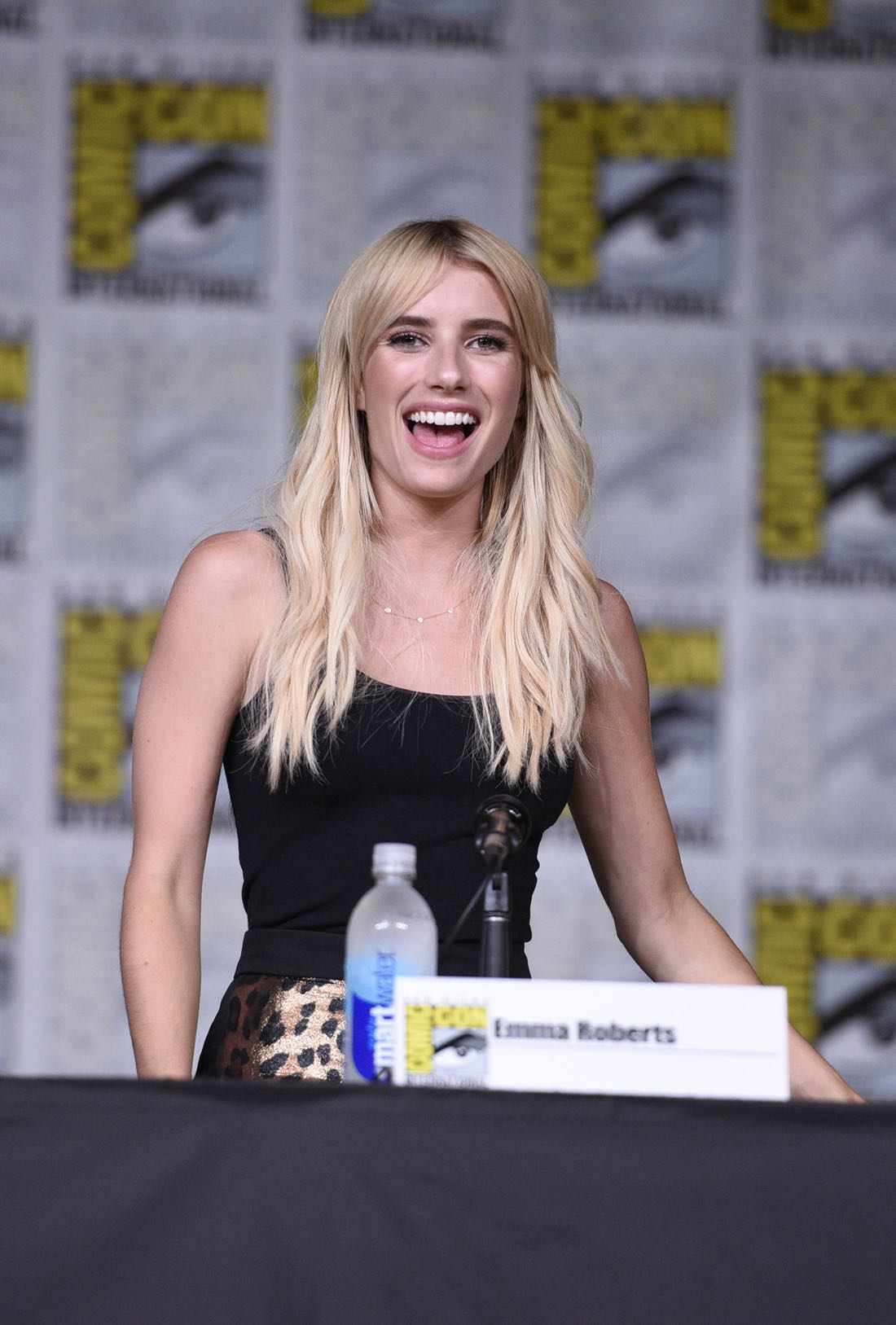 SDCC Photos : SCREAM QUEENS   Page 6 of 43   SEAT42F