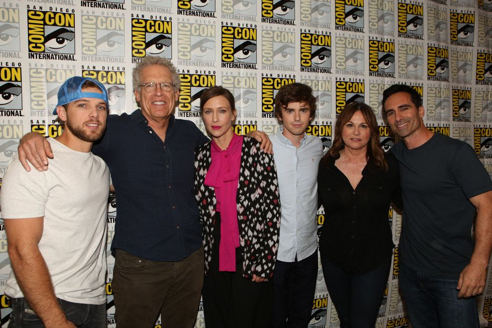 """COMIC-CON INTERNATIONAL: SAN DIEGO 2016 -- """"Bates Motel"""" Red Carpet -- Pictured: (l-r) Max Thieriot, Carlton Cuse, Executive Producer; Vera Farmiga, Freddie Highmore, Kerry Ehrin, Executive Producer; Nestor Carbonell, Friday, July 22, 2016, from the Hilton Bayfront, San Diego, Calif. -- (Photo by: Evans Vestal Ward/Universal Television)"""