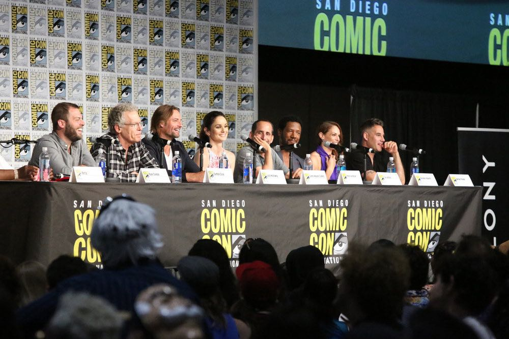 "COMIC-CON INTERNATIONAL: SAN DIEGO -- ""Colony Panel"" -- Pictured: (l-r) Writer Ryan Condal, Executive producer Carlton Cuse, Josh Holloway, Sarah Wayne Callies, Peter Jacobson, Tory Kittles, Amanda Righetti Adrian Pasdar -- (Photo by: Evans Vestal Ward/USA Network)"
