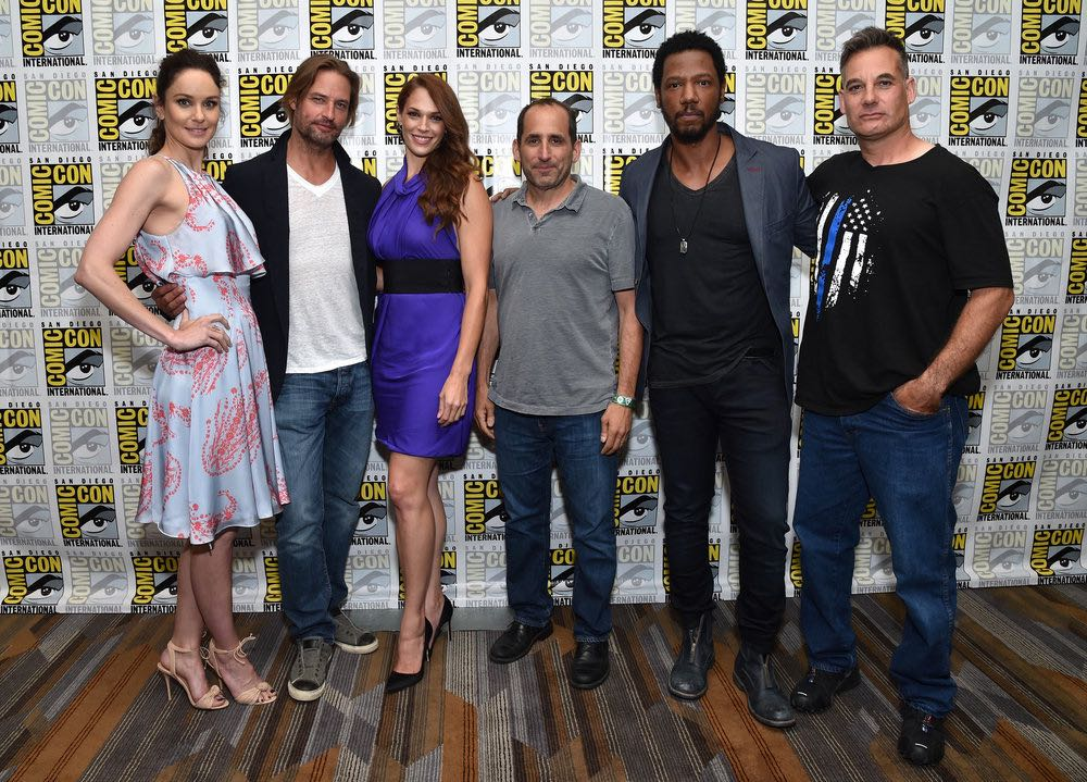 "COMIC-CON INTERNATIONAL: SAN DIEGO -- ""Colony Press Room"" -- Pictured: (l-r) Sarah Wayne Callies, Josh Holloway, Amanda Righetti, Peter Jacobson, Tory Kittles, Adrian Pasdar -- (Photo by: Mike Windle/USA Network)"