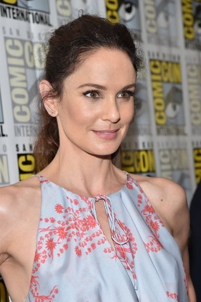 """COMIC-CON INTERNATIONAL: SAN DIEGO -- """"Colony Press Room"""" -- Pictured: Sarah Wayne Callies -- (Photo by: Mike Windle/USA Network)"""